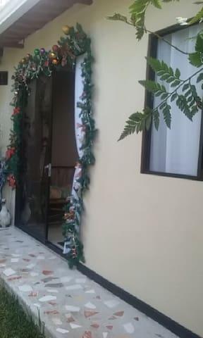Private Furnished Mini Apartment - San José - Gæstehytte