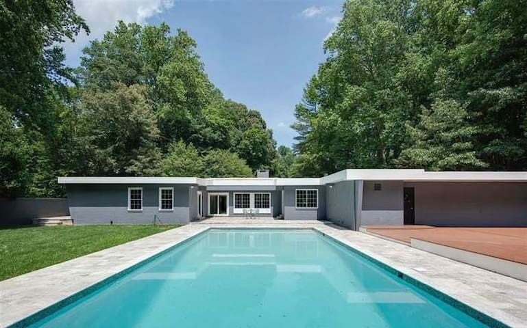 Los Angeles style Villa in Maryland[no parties]
