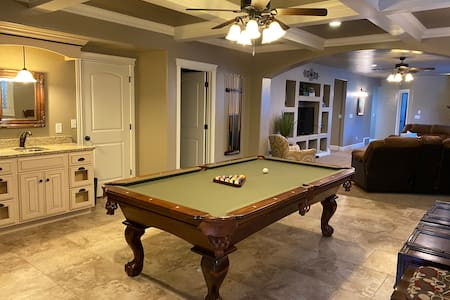 1800 Sq. ft 3 bed Suite with Pool, Game Room/WiFi