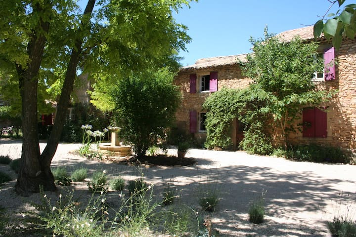 Uchaux lovely big house with large pool, Provence