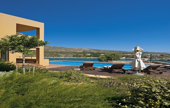 Luxurious Seafront Villa With Pool, Sauna 200m...