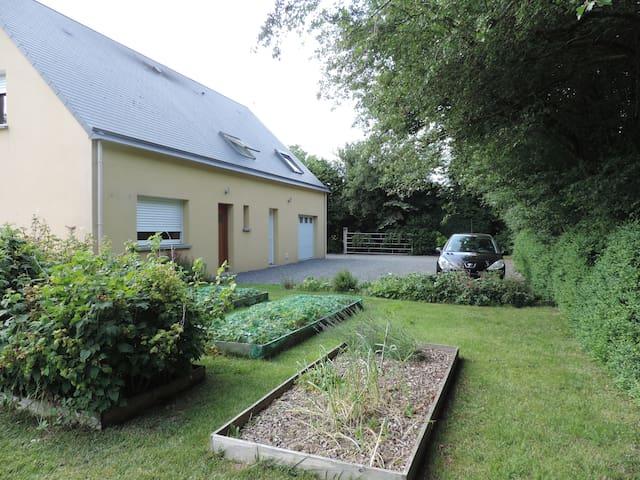 Chambre dans maison à la campagne - Quibou - House
