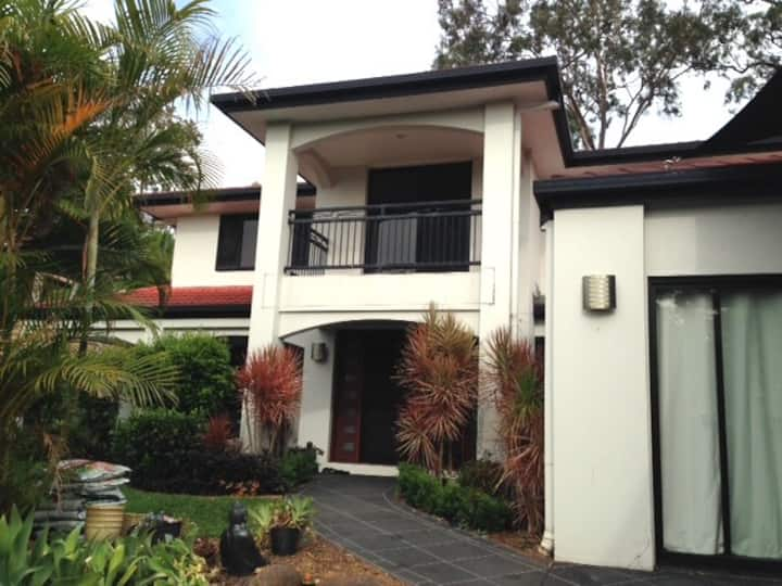 Large Arundel Home , close to all amenities