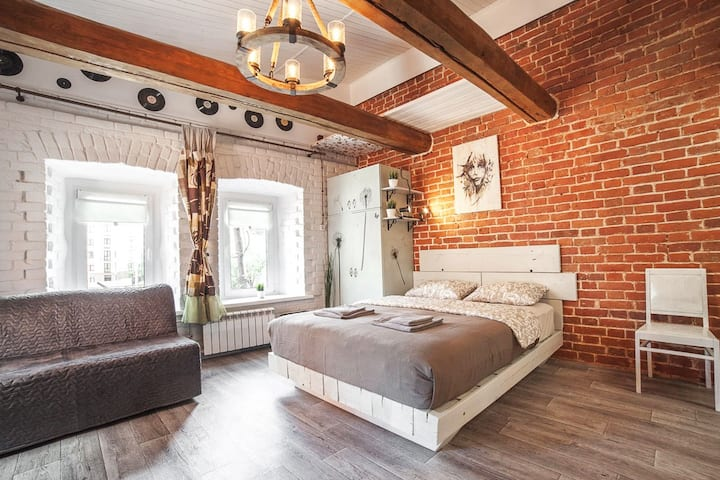 LoFT Historical near the Kremlin (APT52)