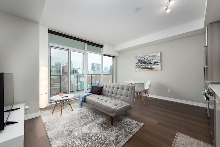 Modern Downtown Condo! - 2BED+1.5BA+Free Parking