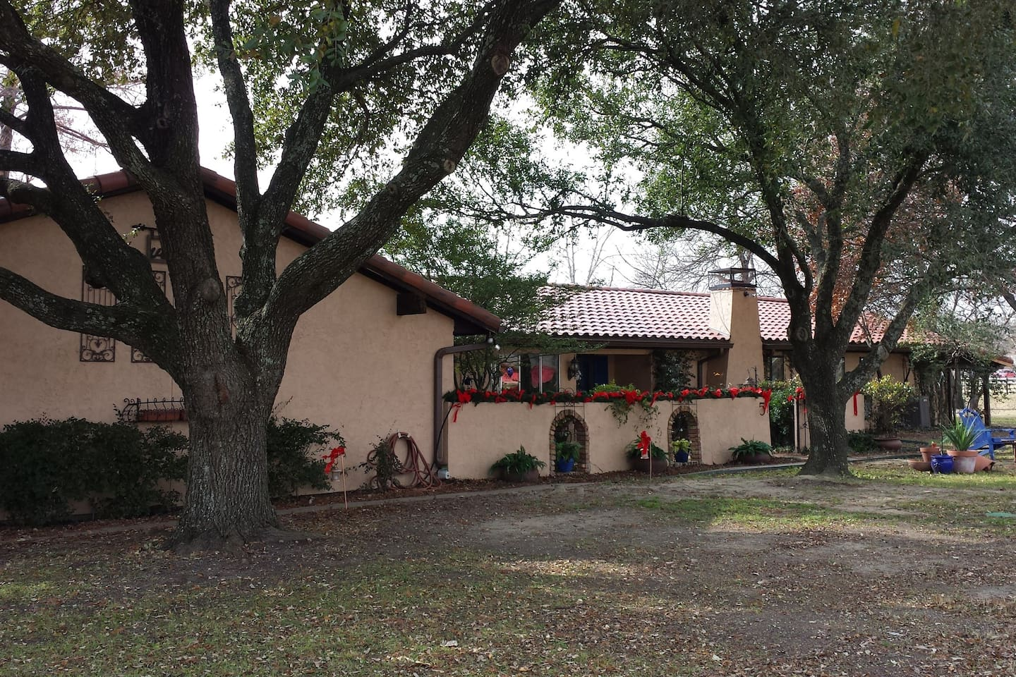 Spanish style home on cul-de-sac with 2 available rooms TAN and GREEN