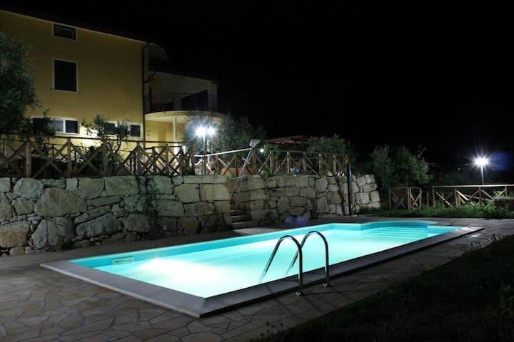Casa vacanze con piscina - Torrecuso - Villa