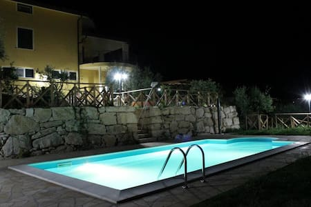 Casa vacanze con piscina - Torrecuso