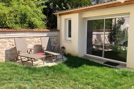 Studio maisonnette jardin privatif, Artem, Blandan