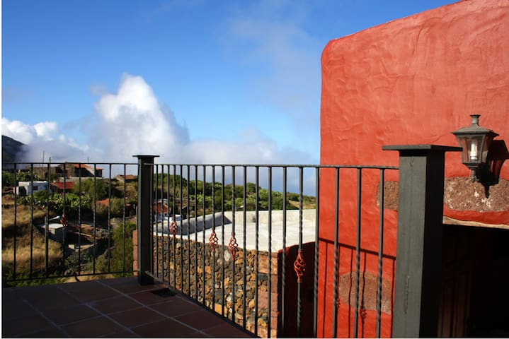 House with 3 bedrooms in Isora, with wonderful mountain view and furnished garden - 5 km from the beach
