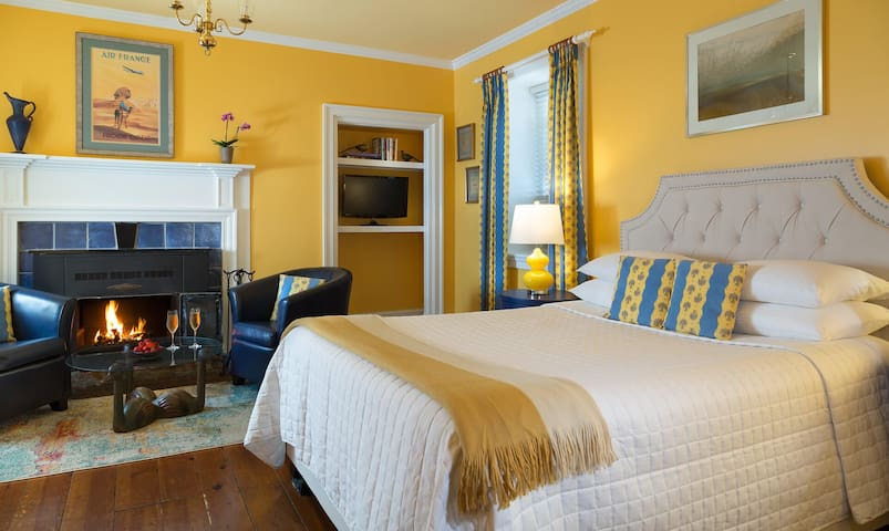 Cozy Hideaway with Toasty Fireplace at French Wine Country Inn - The Monet