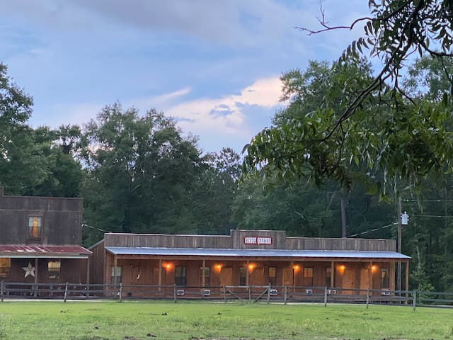 Mongolian Derby Suite on Elegant Horse Estate