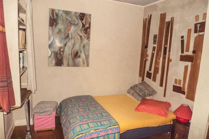 chambre lit 2 personnes.
