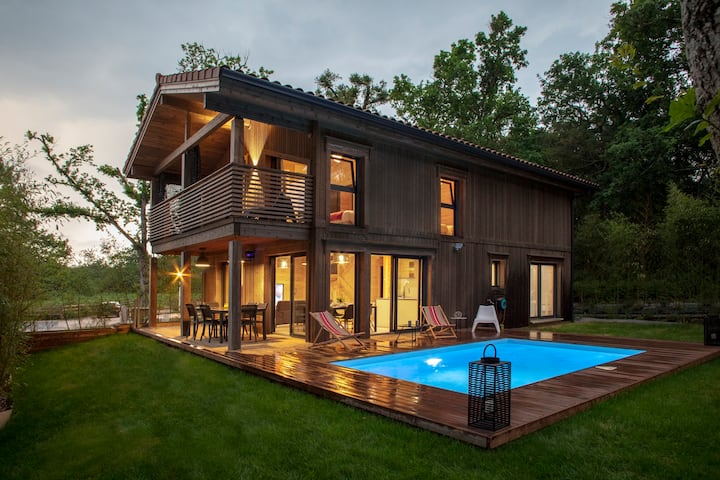 """Lia"" beautiful new wooden house with pool"