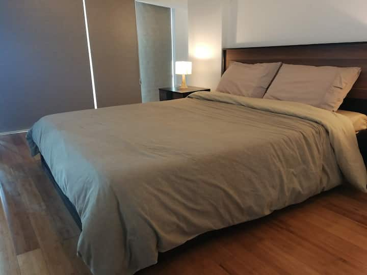 BGC Penthouse Suite 1 Bedroom Loft Spacious, Clean