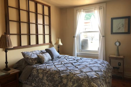 Charming Suite in downtown Jim Thorpe private bath