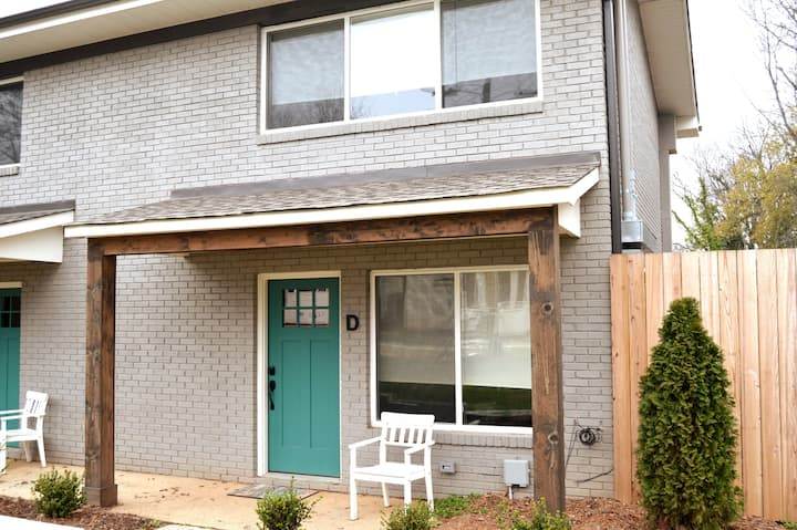 2BR Apt Close to Uptown Charlotte (312 D)