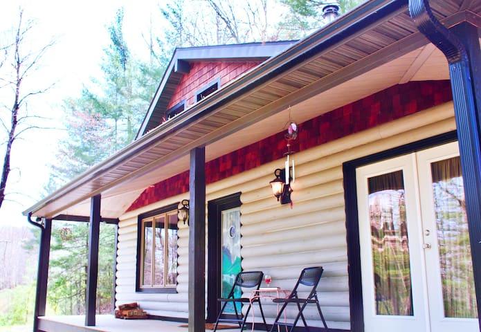 Private Cabin w/Hot Tub, 10 mi from downtown