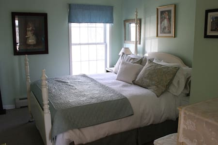 Beautiful mint-green bedroom w/ queen bed - Red Hook