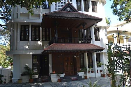 Avenue Kowdiar- Heritage Home Room RR4 - Thiruvananthapuram