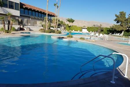The Desert Myconos No 2 - Desert Hot Springs - 公寓