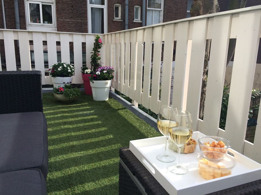 Lovely central apt with terrace appartements louer for 4 holland terrace needham ma