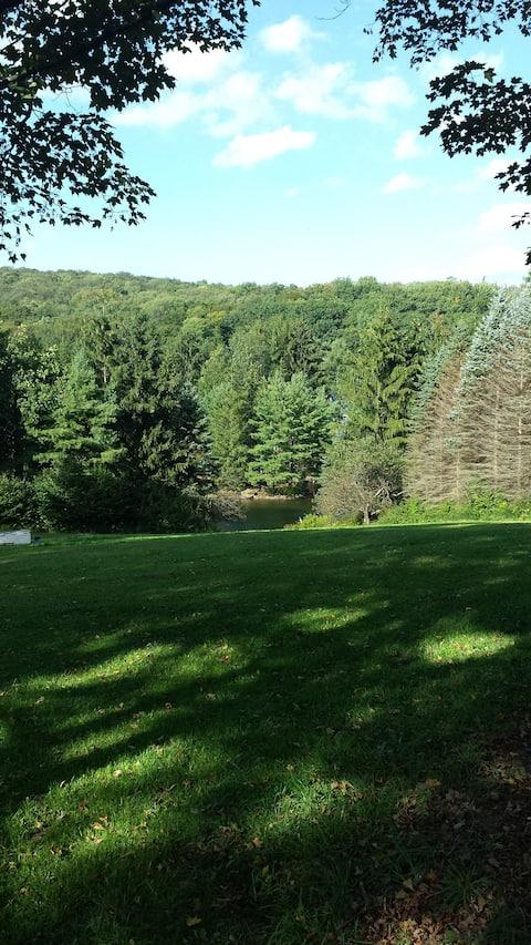 Peaceful Meadows -Poconos (Private  Suite)