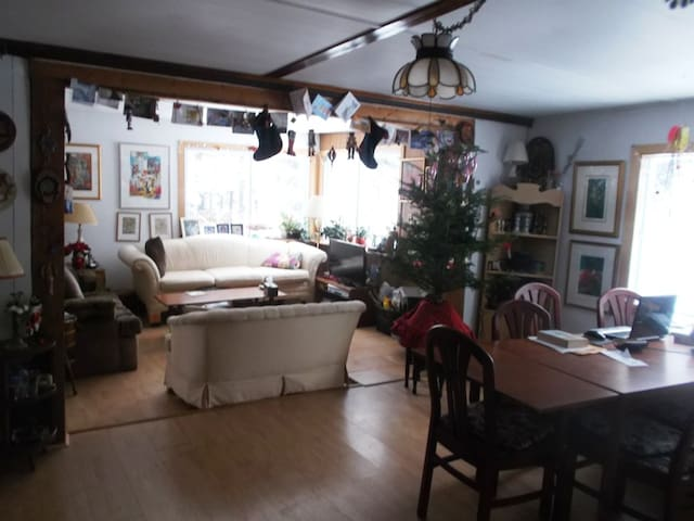 Cozy Cabin Near a Lake - Morin-Heights - บ้าน