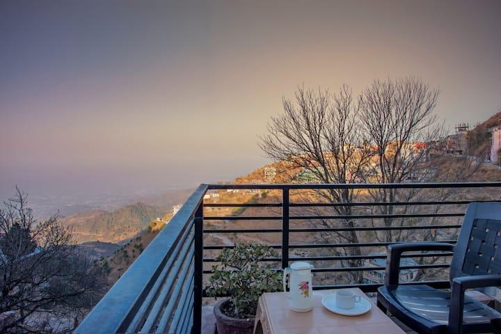 2 Bedroom| Amazing View | Near Mall road | Kasauli