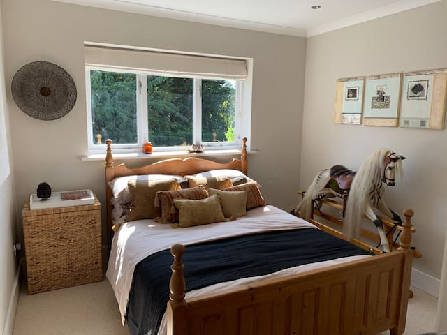 Cosy room in a modern house in West End, Esher