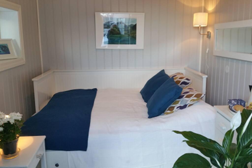 Double bed 160x200 cm