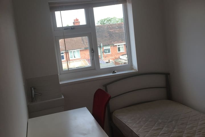 Small Cosy Room - Coventry City Centre - Coventry - Talo