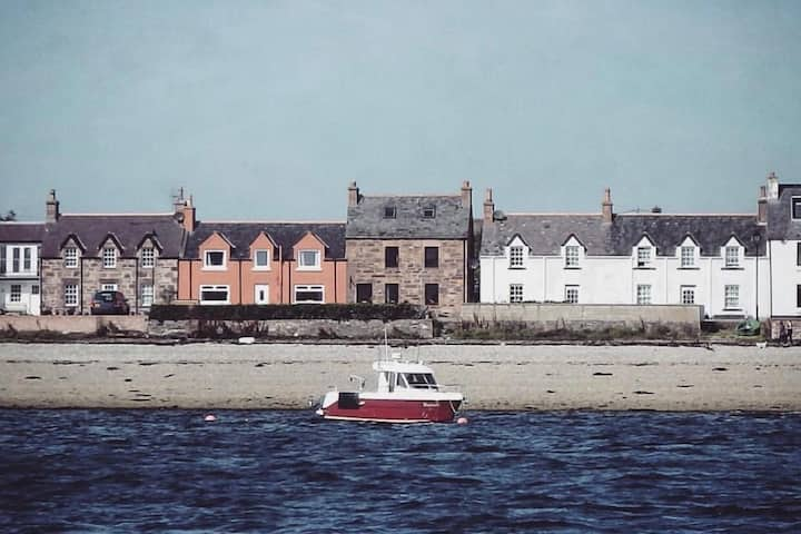 Traditional Cottage on the water, Ullapool (NC500)