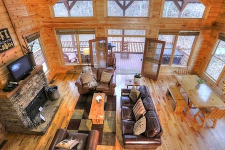 Desirable Family Cabin with Pool Table - Cleveland - Other