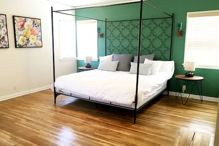 Large Luxurious Newly Remodeled 3 Bedroom House - Los Angeles - Řadový dům