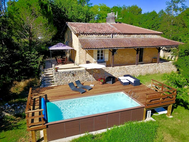 Beautiful private cottage with heated pool, WiFi.