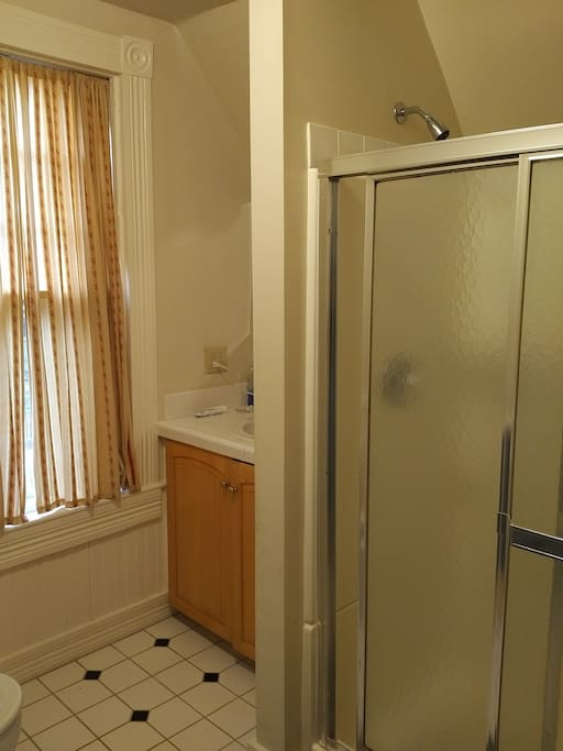 Bath with shower, shared by both guest rooms