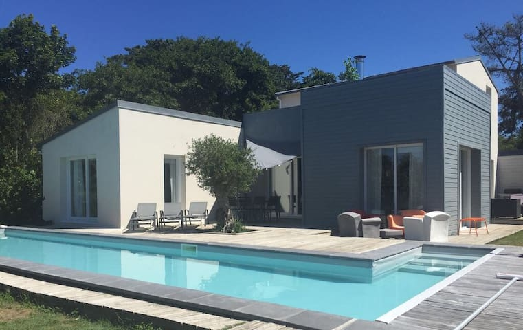 Route de la plage, villa d'architecte et piscine