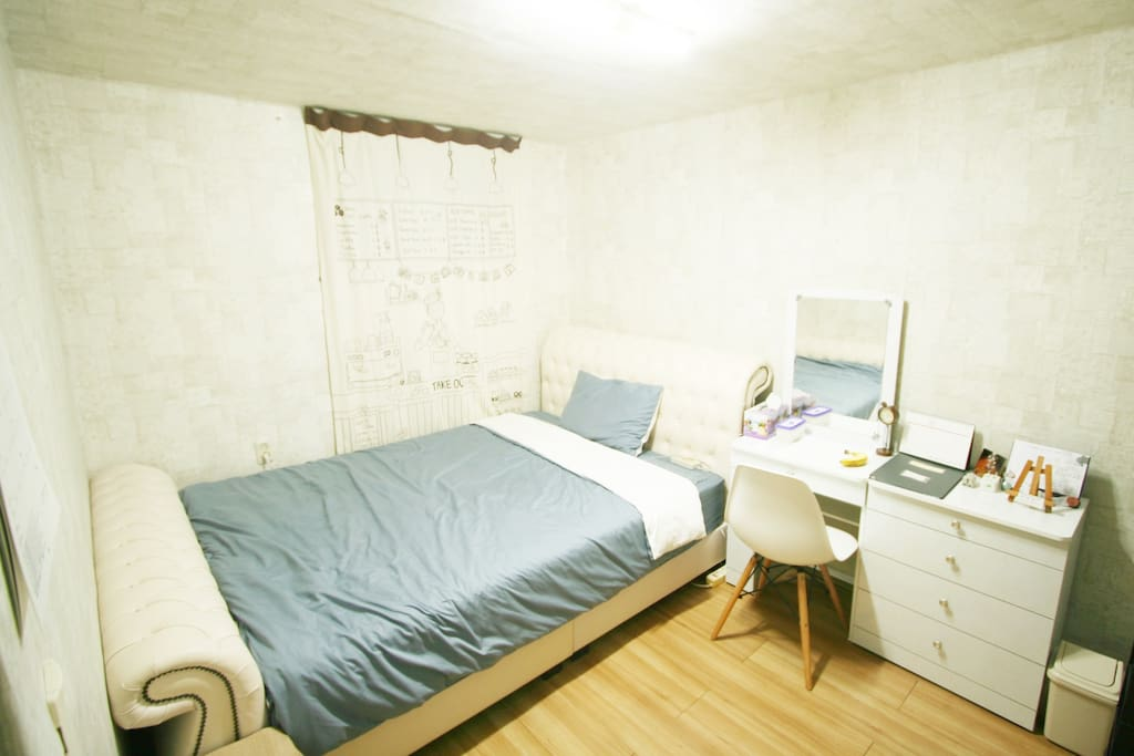 Guest's Room with very comfy queen size bed which can help your deep sleep. :)