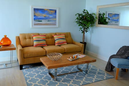 Steps 2 Sand & Services   Self Catering Oasis #3 - Lauderdale-by-the-Sea - Apartment