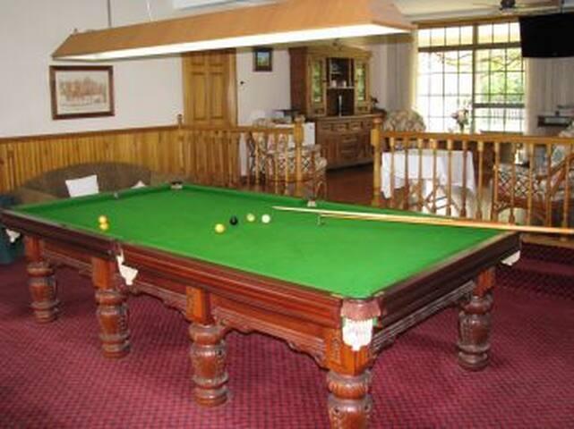 Hill Top Queen Standard Room 5