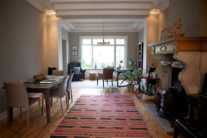 Charming Space in a Character Brussels House - Schaerbeek - Huis
