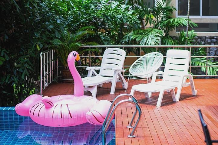 卡伦海景泰式泳池别墅,步行至海滩5分钟,100米内即有711便利店、按摩店、饭店、租车行等
