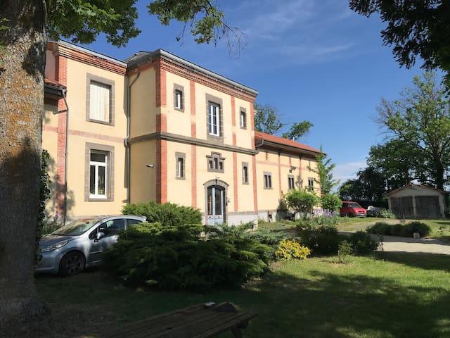 Maison atypique - 6 voyageurs - Chadeleuf 63320