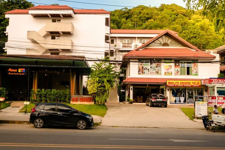 โรงแรมอ่าวนางซันเซ็ท