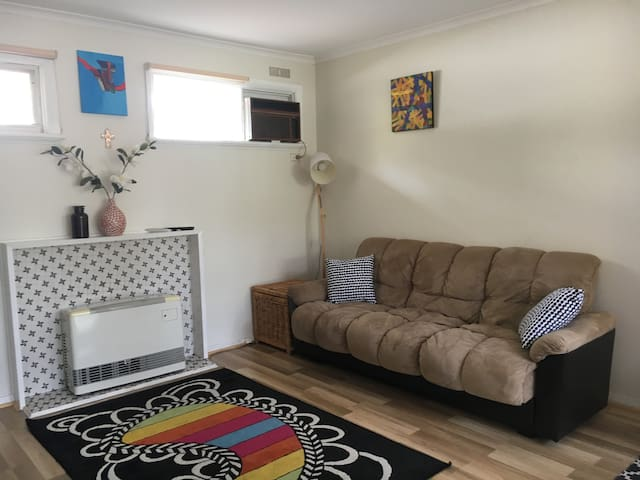 Cosy home close to public transport and shops - Ferntree Gully - Daire