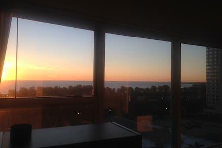 Corner Lake View Apartment - Chicago