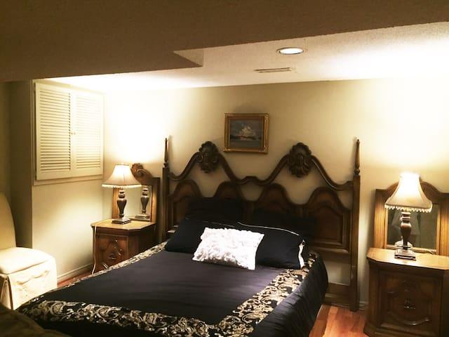 特价豪华两个房间独立卫生间两张床套间