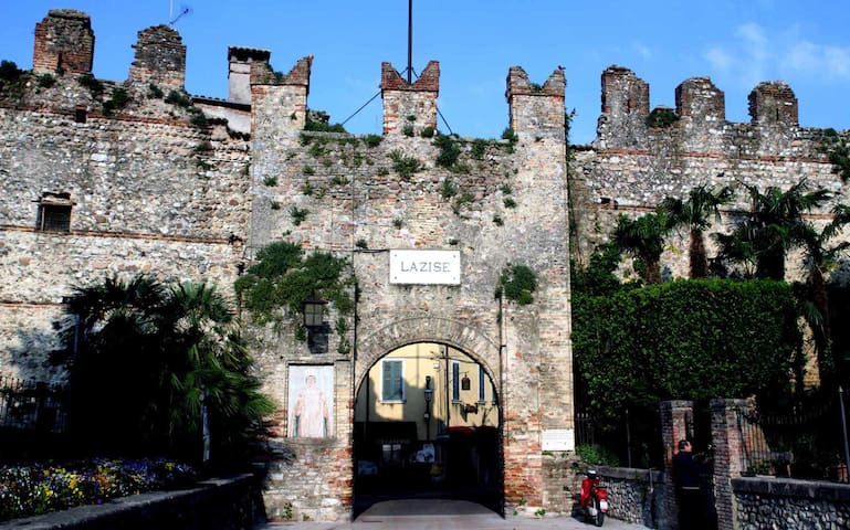 Apartment into Lazise's heart - old down town -