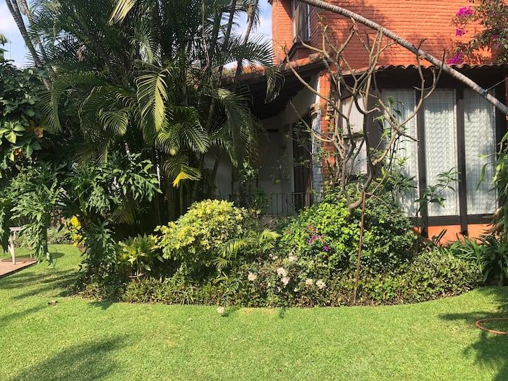 Casa estilo Colonial Español en Condominio